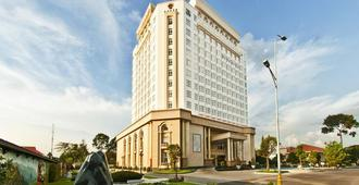 Tan Son Nhat Saigon Hotel - Ho Chi Minh City - Building