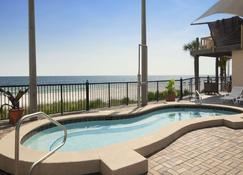 Days Inn by Wyndham Panama City Beach/Ocean Front - Панама-Сити-Бич - Бассейн