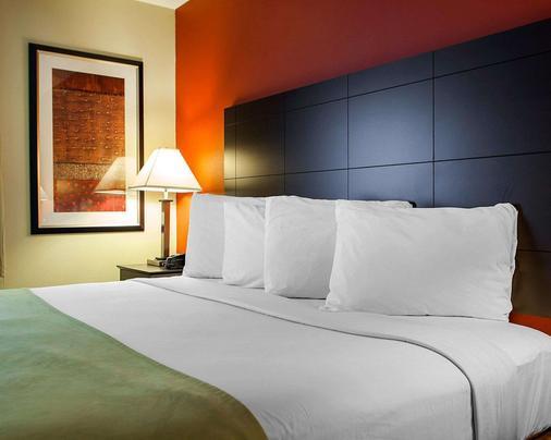 Suburban Extended Stay Hotel - Cedar Falls - Bedroom