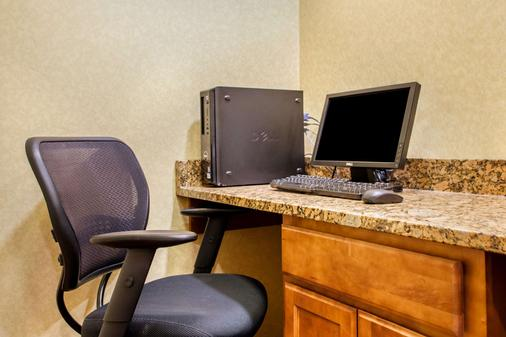 Suburban Extended Stay Hotel - Cedar Falls - Business center