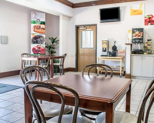 Quality Inn & Suites - Brooks - Comedor