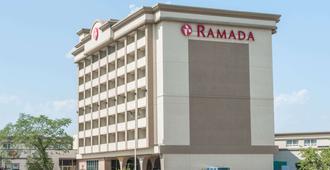 Ramada by Wyndham Edmonton South - Edmonton - Edificio