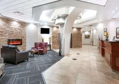 Ramada by Wyndham Edmonton South - Edmonton - Lobby