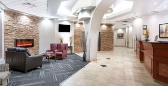 Ramada by Wyndham Edmonton South - Edmonton - Lobby