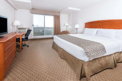 Ramada by Wyndham Edmonton South - Edmonton - Bedroom