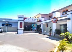 Subic Bay Venezia Hotel - Olongapo - Building
