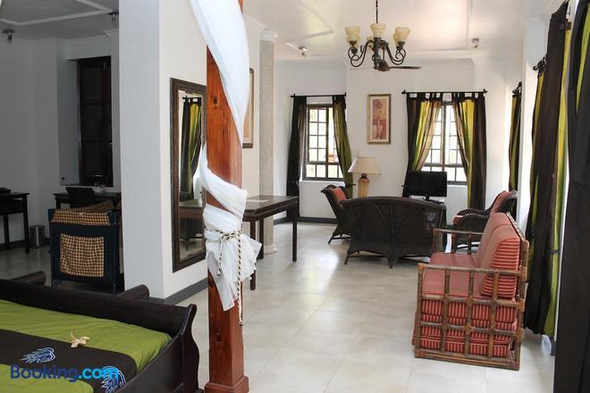 Hotel Chateau St Cloud - La Digue Island - Bedroom