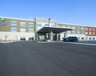 Holiday Inn Express & Suites Coldwater - Coldwater - Building