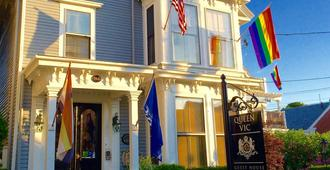 Queen Vic Guest House Provincetown Adults Only - Provincetown