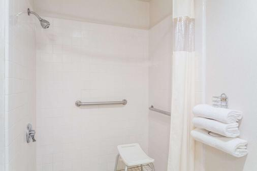 Days Inn by Wyndham Torrey Capital Reef - Torrey - Bathroom
