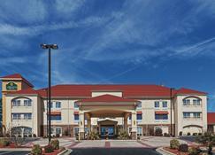 La Quinta Inn & Suites by Wyndham Searcy - Searcy - Building