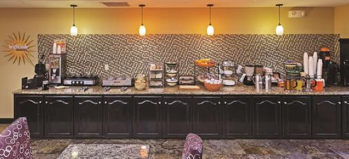 La Quinta Inn & Suites by Wyndham Searcy - Searcy - Buffet