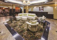 La Quinta Inn & Suites by Wyndham Searcy - Searcy - Lobby