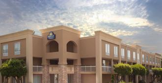 Days Inn by Wyndham Greenville - Greenville