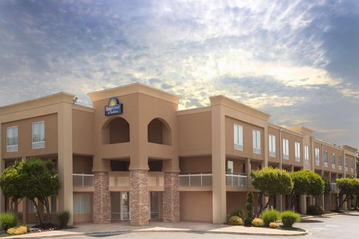 Days Inn by Wyndham, Greenville - Greenville - Building