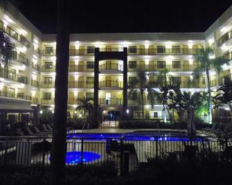 Best Western Plus Deerfield Beach Hotel & Suites - Deerfield Beach - Building