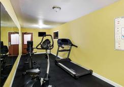 Ramada by Wyndham Sioux Falls - Sioux Falls - Gym