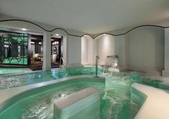 Hôtel Barrière Le Fouquet's - Paris - Pool