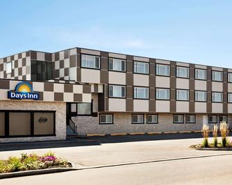 Days Inn by Wyndham Sylvan Lake - Sylvan Lake - Building