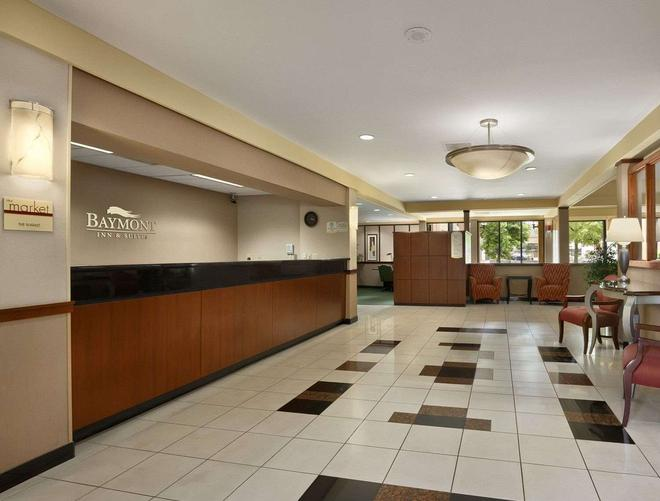 Baymont by Wyndham Columbia Northwest - Columbia - Front desk
