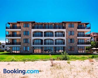Hotel Oasis Del Sol - Lozenets - Building
