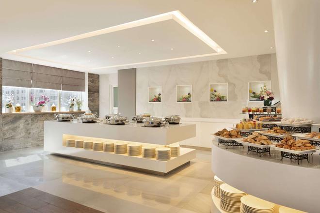 Ramada by Wyndham Abu Dhabi Corniche - Abu Dhabi - Buffet