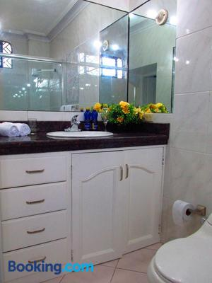 Home Suite Apartment - Guayaquil - Bathroom