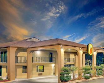 Super 8 by Wyndham Cartersville - Cartersville - Building