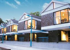Sundance Resort Yamanakako - Yamanakako - Building