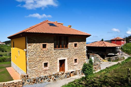 Los Sombredales - Soto del Barco - Building