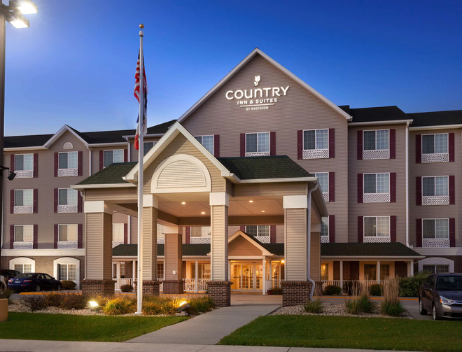 Country Inn & Suites by Radisson Northwood - Northwood - Building