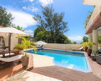 Carana Hilltop Villa - Glacis - Pool