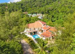 Carana Hilltop Villa - Glacis - Building