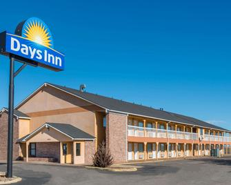 Days Inn by Wyndham Russell - Russell - Budova