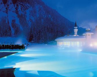 Traumhotel liebes Rot-Flueh - Grän - Pool