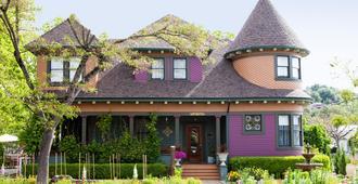 Kelley & Young Wine Garden Inn - Cloverdale - Edificio
