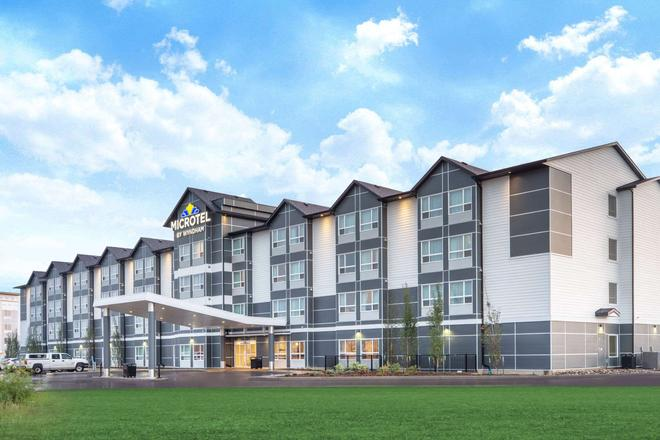 Microtel Inn & Suites by Wyndham Fort McMurray - Fort McMurray - Building