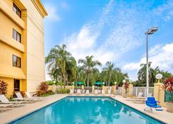 La Quinta Inn & Suites by Wyndham Miami Airport East - Miami - Pool