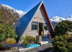 Mt Cook Lodge & Motels - Mount Cook - Beach