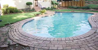 Maple's Guest House - Pretoria - Bể bơi