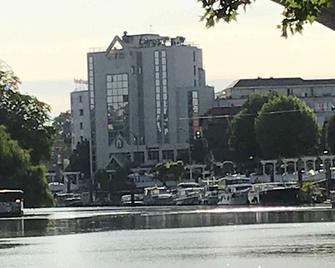 Hotel Campanile Nogent Sur Marne - Nogent-sur-Marne - Building
