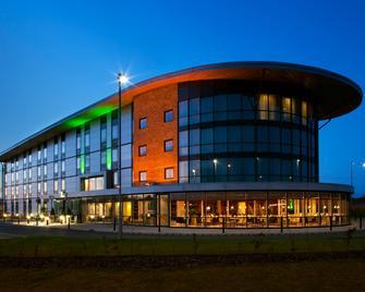 Holiday Inn Salisbury - Stonehenge - Salisbury - Gebäude