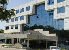 Best Western Premier Accra Airport Hotel - Accra - Building