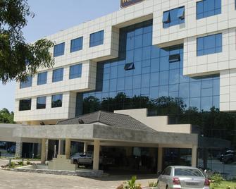 Best Western Premier Accra Airport Hotel - Accra - Toà nhà