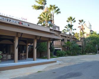 B Square Hotel@khanom - Khanom - Rakennus