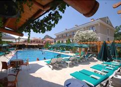 Perdikia Beach Hotel - Фетхие - Бассейн