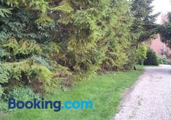 Wolds Glamping - York - Outdoors view