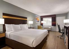 Days Inn by Wyndham Anderson/Clemson Area - Anderson - Makuuhuone