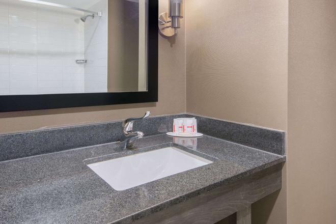 華美達廣場尼亞加拉大瀑布酒店 - 尼加拉瀑布 - 尼亞加拉瀑布 - 浴室