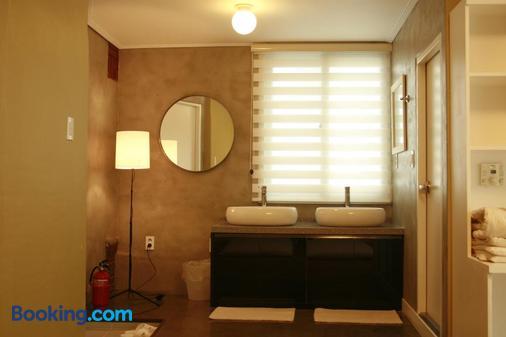 Crib49 Guest House - Seoul - Bathroom